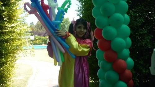 Animadoras vestidas de payasitas animarán tu cumpleaños