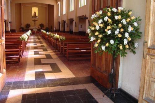 Oferta en decoración floral de iglesia para matrimonio, ramos de novia